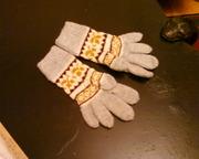 Шерстяные перчатки с орнаментом